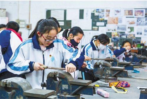 浙江新高考选考出现新现象:技术课被追捧 学校供不应求