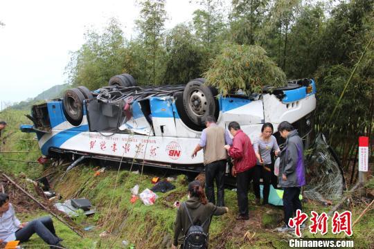 图为:救援现场。 吴涛 摄