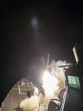 """【中国驻叙大使馆告诉红星新闻:我们情况还好,大家情绪都还好】继美国向叙利亚的一座空军基地发射导弹袭击后,红星新闻记者第一时间与中国驻叙利亚大使馆取得了联系。一位工作人员告诉记者,大使馆也是今天早上(叙利亚比中国慢5小时)才得知这一消息,并采取了相应措施。在问及使馆工作人员是否都安全时,这名工作人员回复称:""""我们的情况还好,大家情绪也都还好。""""他还通过记者向国内的关心表达了谢意。"""